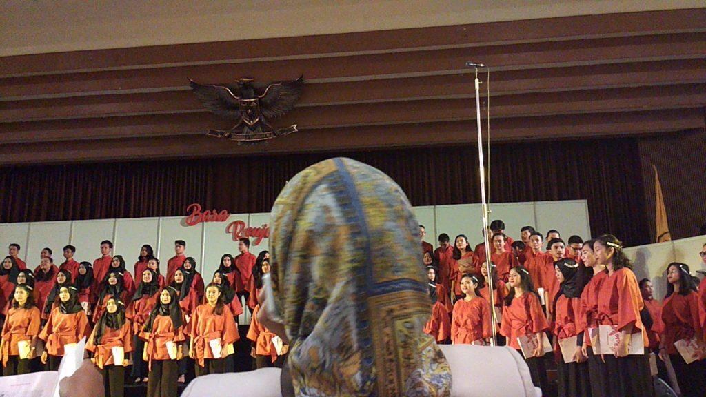 Menonton Konser Paduan Suara Mahasiswa UNPAD: Bara Renjana
